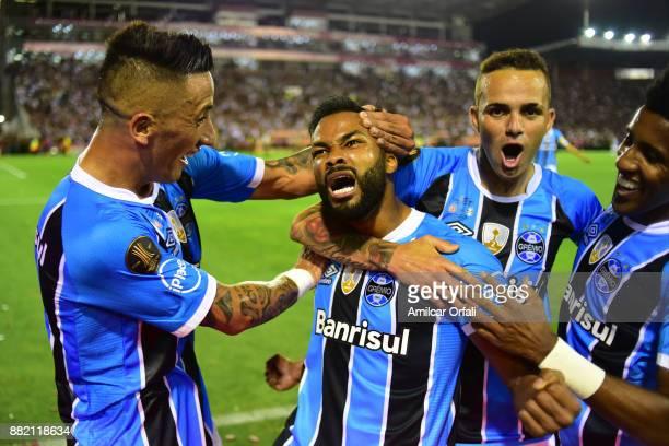 Fernandinho of Gremio celebrates scoring the opening goal during the second leg match between Lanus and Gremio as part of Copa Bridgestone...