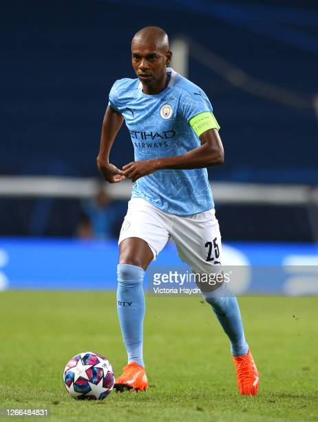 Fernandinho of Manchester City runs with the ball during the UEFA Champions League Quarter Final match between Manchester City and Lyon at Estadio...