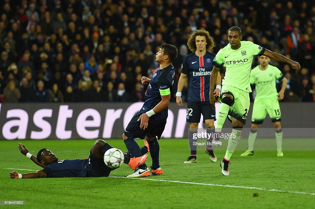 Fernandinho of Manchester City scores his team's second goal during the UEFA Champions League Quarter Final First Leg match between Paris Saint-Germain and Manchester City at Parc des Princes on April 6, 2016 in Paris, France.