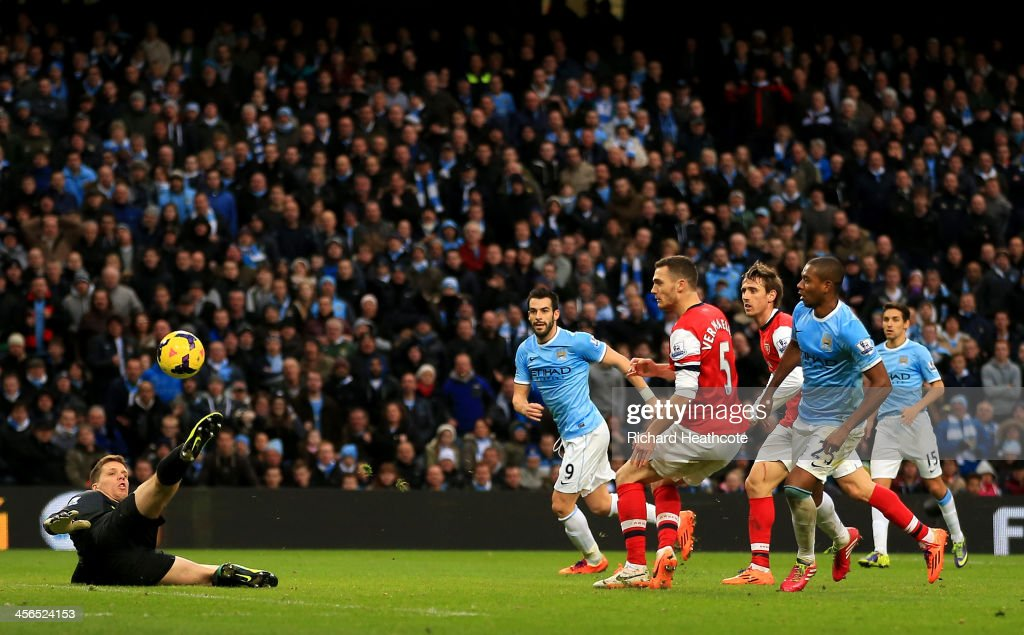 Fernandinho of Manchester City scores their fifth goal past Wojciech Szczesny of Arsenal during the Barclays Premier League match between Manchester City and Arsenal at Etihad Stadium on December 14, 2013 in Manchester, England.