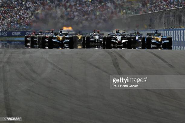 Fernando Alonso, Kimi Raikkonen, Giancarlo Fisichella, Renault R25, McLaren-Mercedes MP4-20, Grand Prix of Turkey, Istanbul Park, 21 August 2005.