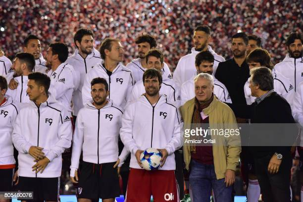 Fernando Cavenaghi and friends pose during Fernando Cavenaghi's farewell match at Monumental Stadium on July 01 2017 in Buenos Aires Argentina