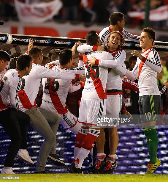 Fernando Cavenaghi of River Plate and his teammates celebrate at the end of Torneo Final 2014 after winning the match between River Plate and Quilmes...