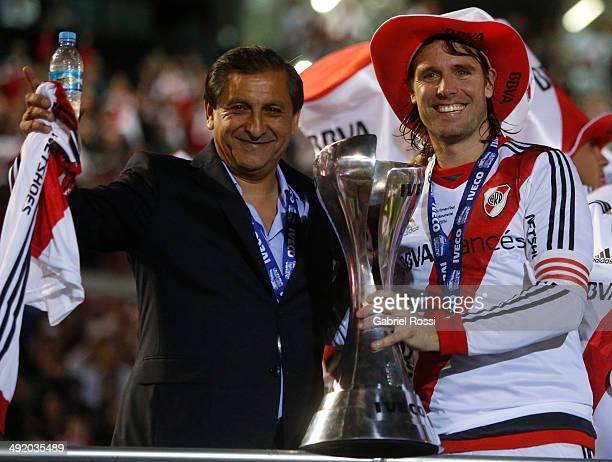 Fernando Cavenaghi of River Plate and Ramon Diaz coach of River Plate celebrate at the end of Torneo Final 2014 after winning the match between River...