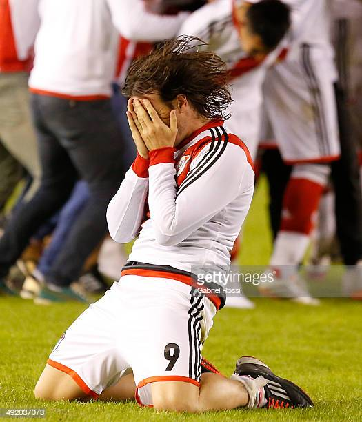 Fernando Cavenaghi of River Plate celebrates at the end of Torneo Final 2014 after winning the match between River Plate and Quilmes as part of 19th...