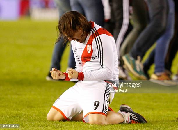Fernando Cavenaghi of River Plate celebrates celebrates at the end of Torneo Final 2014 after winning the match between River Plate and Quilmes as...