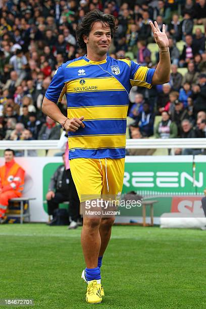 Fernando Couto of Stelle Gialloblu salutes the crowd before the 100 Years Anniversary match between Stelle Crociate and US Stelle Gialloblu at Stadio...