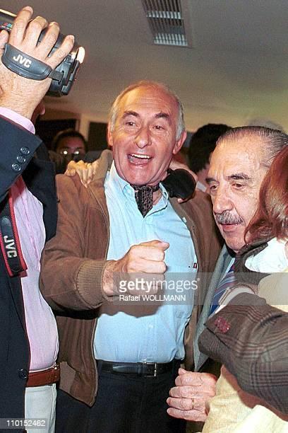 Fernando De La Rua wins presidential elections in Argentina on October 24 1999 Fernando De La Rua and Raul Alfonsin