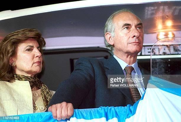 Fernando De La Rua wins presidential elections in Argentina on October 24 1999 Fernando De La Rua with his wife Ines Pertine