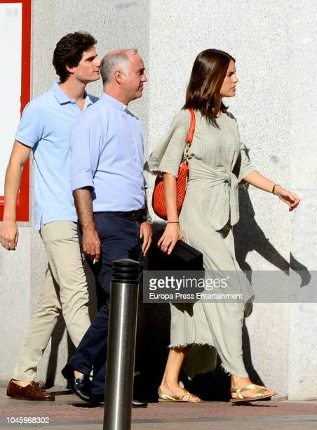 Fernando FitzJames Stuart and Sofia Palazuelo are seen with the priest Ignacio Jimenez SanchezDalp the day before their wedding on October 5 2018 in...