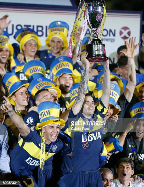 Fernando Gago lifts the champions trophy to celebrate after a match between Boca Juniors and Union as part of Torneo Primera Division 2016/17 at...