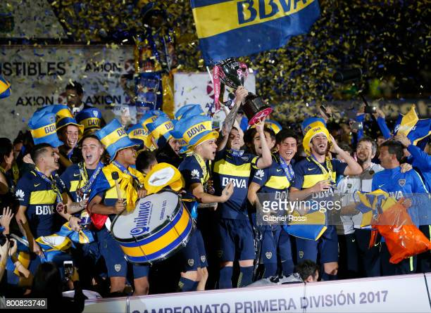 Fernando Gago lifts the champions trophy to celebrate with teammates after a match between Boca Juniors and Union as part of Torneo Primera Division...