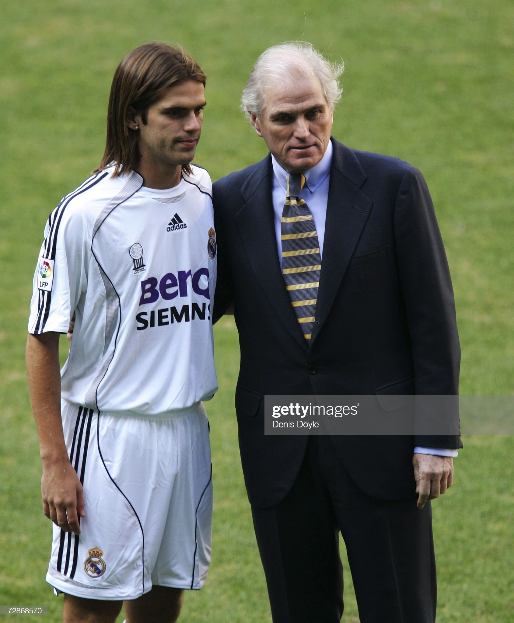 ¿Cuánto mide Gabriel Heinze? Fernando-gago-of-argentina-is-accompanied-with-real-president-ramon-picture-id72868570?s=2048x2048