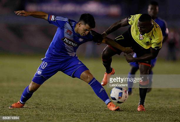 Fernando Gaibor of Emelec fights for the ball with Crisitan Penilla of Barcelona during a match between Emelec and Barcelona SC as part of Campeonato...