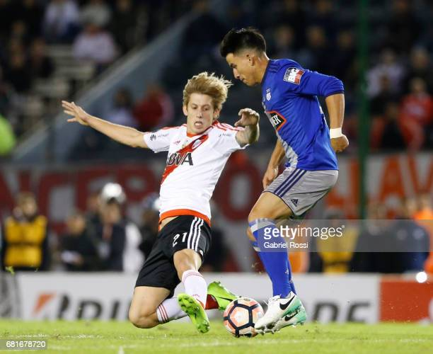 Fernando Gaibor of Emelec fights for the ball with Ivan Rossi of River Plate during a group stage match between River Plate and Emelec as part of...