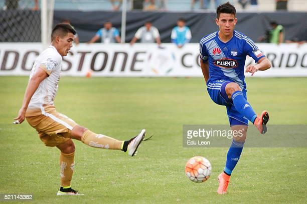 Fernando Gaibor of Emelec passes the ball during a match between Emelec and Pumas UNAM as part of Group 7 of Copa Bridgestone Libertadores 2016 at...