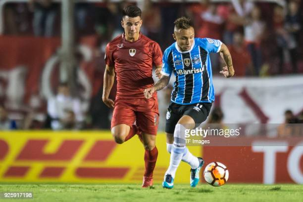 Fernando Gaibor of Independiente and Everton of Gremio battle for the ball during the first leg match between Independiente and Gremio as part of...