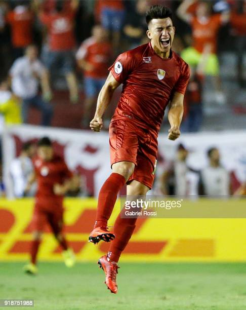 Fernando Gaibor of Independiente celebrates after scoring the equalizer during the first leg match between Independiente and Gremio as part of...