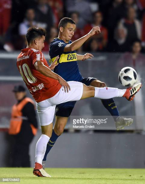 Fernando Gaibor of Independiente fights for the ball with Leonardo Jara of Boca Juniors during a match between Independiente and Boca Juniors as part...
