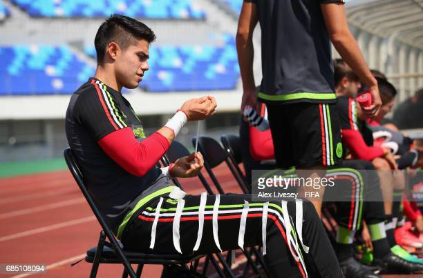 Fernando Hernandez of Mexico prepares for a training session at the Hanbat Sports Complex ahead of the FIFA U20 World Cup on May 19 2017 in Daejeon...