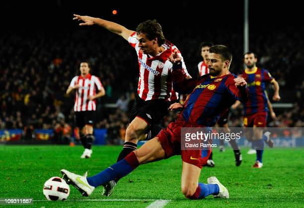 Fernando Llorente of Athletic Bilbao fights for the ball against Gerard Pique of FC Barcelona during the La Liga match between FC Barcelona and...
