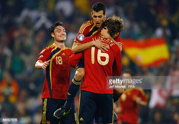 Fernando Llorente of Spain celebrates with Sergio Busquets and Albert Ria, after scoring during the FIFA Confederations Cup match between Spain and...