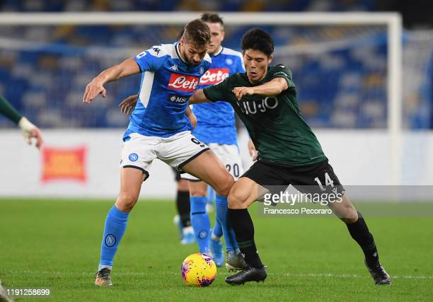 Fernando Llorente of SSC Napoli vies with Takehiro Tomiyasu of Bologna FC during the Serie A match between SSC Napoli and Bologna FC at Stadio San...