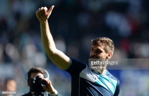 Fernando Llorente of Swansea celebrates at the final whistle during the Premier League match between Swansea City and West Bromwich Albion at the...