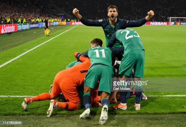 Fernando Llorente of Tottenham Hotspur celebrates victory with his team mates after the UEFA Champions League Semi Final second leg match between...
