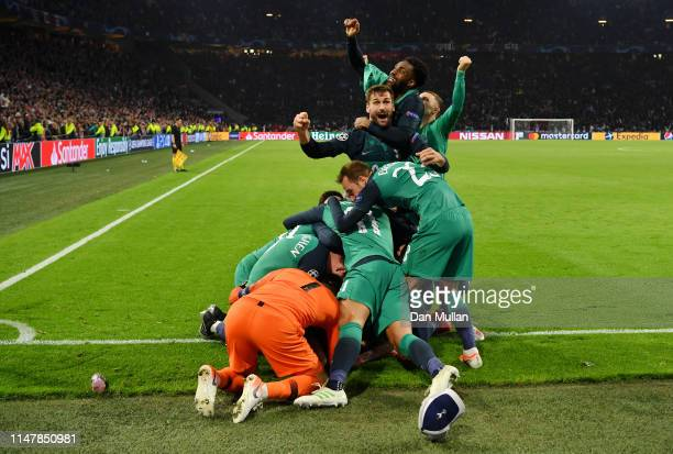 Fernando Llorente of Tottenham Hotspur celebrates victory with his team mates after the UEFA Champions League Semi Final second leg match between...