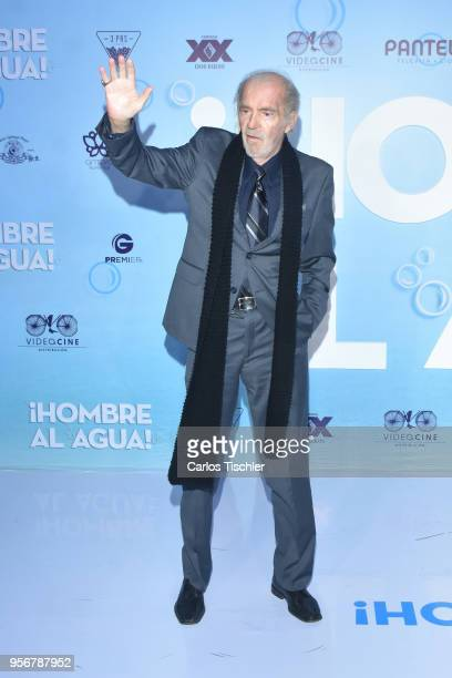 Fernando Lujan greets the crowd during the 'Overboard ' Mexico City premiere at Cinemex Antara on May 8 2018 in Mexico City Mexico