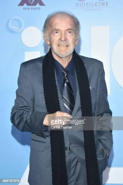 Fernando Lujan poses for pictures during the 'Overboard ' Mexico City premiere at Cinemex Antara on May 8 2018 in Mexico City Mexico