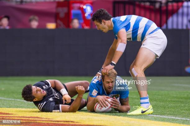 Fernando Luna is congratulated by Renzo Barbier of Argentina after scoring a try as Isaac Te Tamaki of New Zealand reacts during day 2 of the 2017...