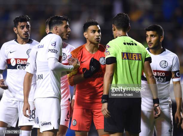 Fernando Monetti of San Lorenzo argues with referee Facundo Tello after being sent off during a match between Boca Juniors and San Lorenzo as part of...