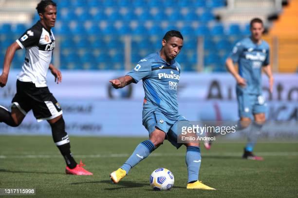 Fernando Muriel Fruto of Atalanta BC shoots to score the third Atalanta goal during the Serie A match between Parma Calcio and Atalanta BC at Stadio...