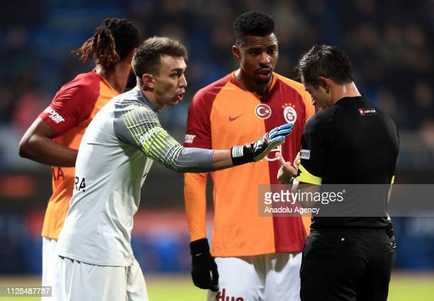 Fernando Muslera of Galatasaray argues with the referee during the Turkish Super Lig soccer match between Kasimpasa and Galatasaray at Recep Tayyip...