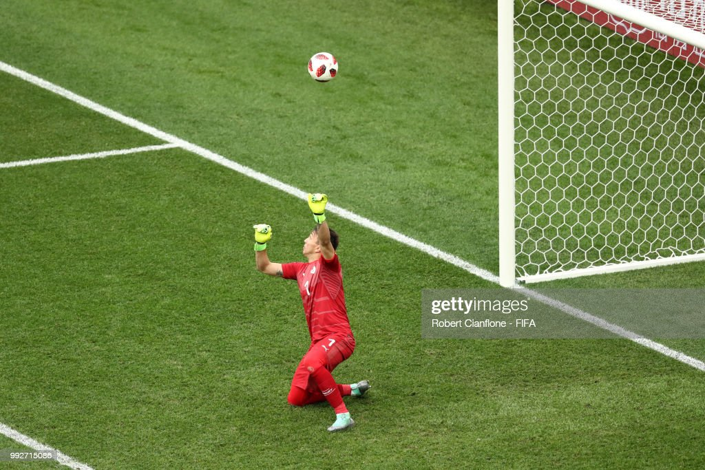 Fernando Muslera of Uruguay fails stop Antoine Griezmann of France's shot for france's second goal during the 2018 FIFA World Cup Russia Quarter Final match between Uruguay and France at Nizhny Novgorod Stadium on July 6, 2018 in Nizhny Novgorod, Russia.