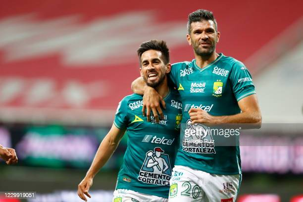 Fernando Navarro of Leon celebrates with his teammate after scoring the first goal of his team during the semifinal first leg match between Chivas...