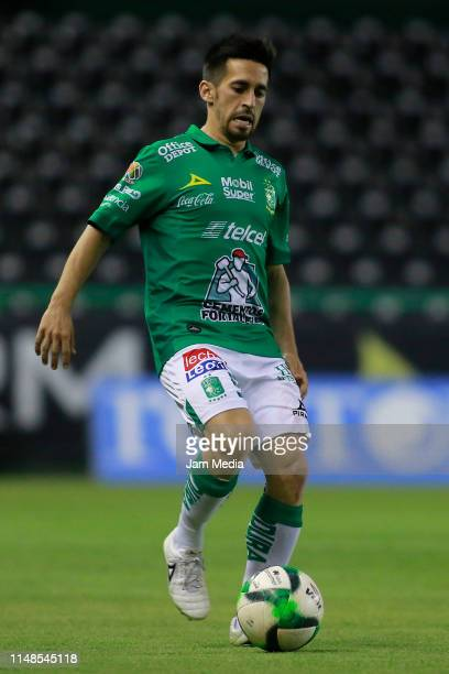 Fernando Navarro of Leon controls the ball during the quarterfinals second leg match between Leon and Tijuana as part of the Torneo Clausura 2019...