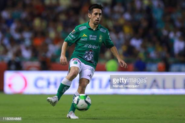 Fernando Navarro of Leon controls the ball during the semifinals second leg match between Leon and America as part of the Torneo Clausura 2019 Liga...