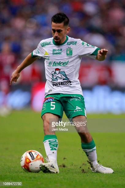 Fernando Navarro of Leon drives the ball during a Semi Final match between Cruz Azul and Leon as part of the Copa MX Apertura 2018 at Azteca on...