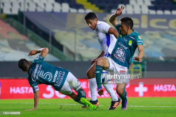 Fernando Navarro of Leon fights for the ball with Angel Mena of Leon disputan el balon con Luis Romo del Cruz Azul during the 8th round match between...