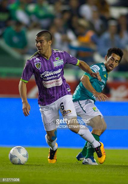 Fernando Navarro of Leon vies for the ball with Francisco Silva of Jaguares during their Mexican Clausura tournament football match at the Nou Camp...