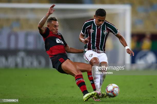 Fernando Pacheco of Fluminense fights for the ball against Rafinha of Flamengo during the match between Flamengo and Fluminense as part of the Taca...