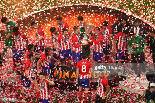 Fernando Torres and Antoine Griezmann of Atletico Madrid lift the Europa League Trophy following the UEFA Europa League Final between Olympique de...