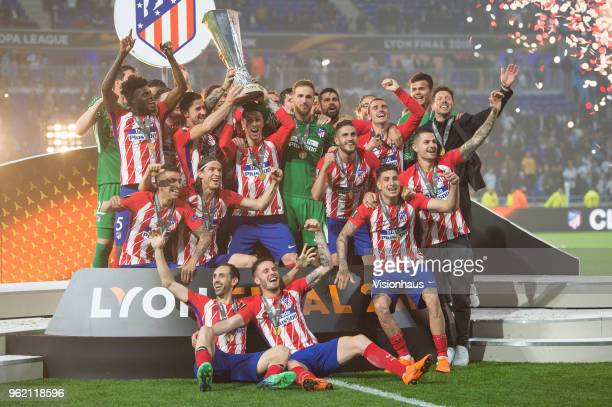 Fernando Torres helps Captain Gabi lift the trophy as Jan Oblak of Atletico Madrid Sime Vrsaljko of Atletico Madrid Jose Maria Gimenez of Atletico...