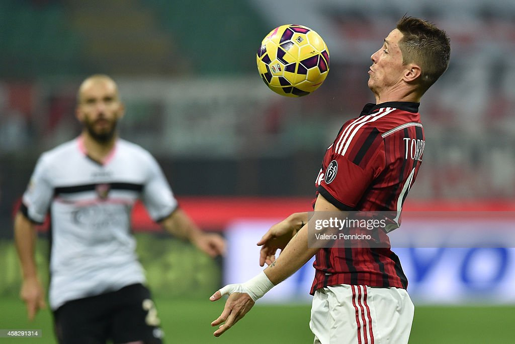 Fernando Torres of AC Milan controls the ball during the Serie A match between AC Milan and US Citta di Palermo at Stadio Giuseppe Meazza on November 2, 2014 in Milan, Italy.