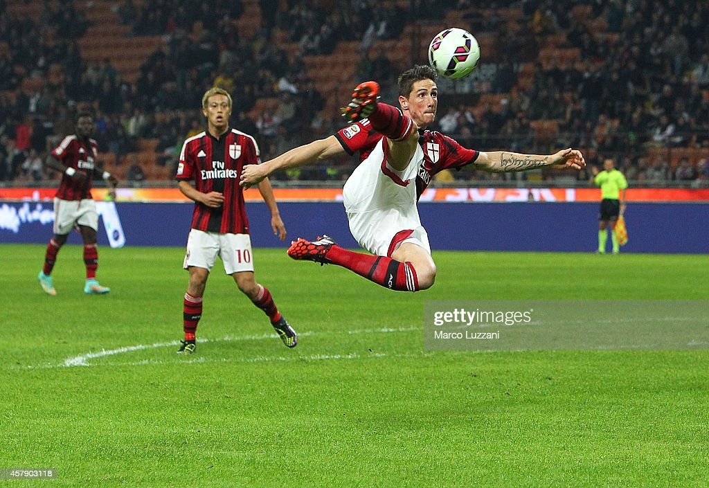 Fernando Torres of AC Milan kicks a ball during the Serie A match between AC Milan and ACF Fiorentina at Stadio Giuseppe Meazza on October 26, 2014 in Milan, Italy.