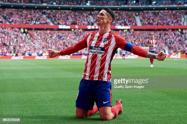 Fernando Torres of Atletico de Madrid celebrates scoring his team's first goal during the La Liga match between Atletico Madrid and Eibar at Wanda...
