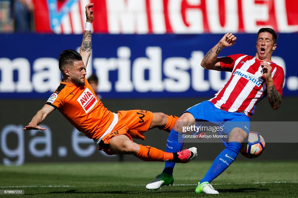 Fernando Torres (R) of Atletico de Madrid competes for the ball with David Junca (L) of SD Eibar during the La Liga match between Club Atletico de Madrid and SD Eibar at Estadio Vicente Calderon on May 6, 2017 in Madrid, Spain.